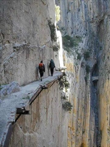 scary dangerous walk