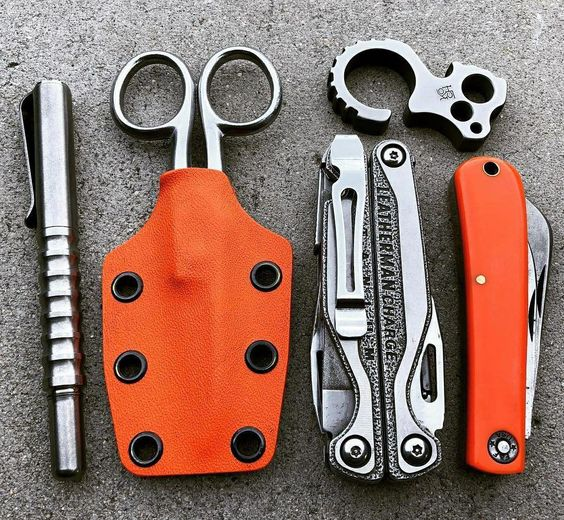 edc with scissors