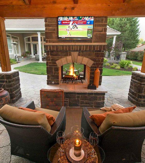 outdoor entertaining room