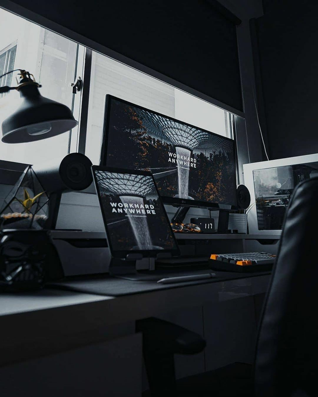 dark pc setup