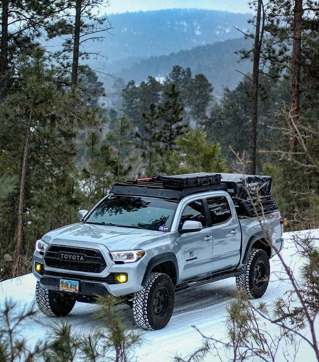 toyota tocoma in the snow