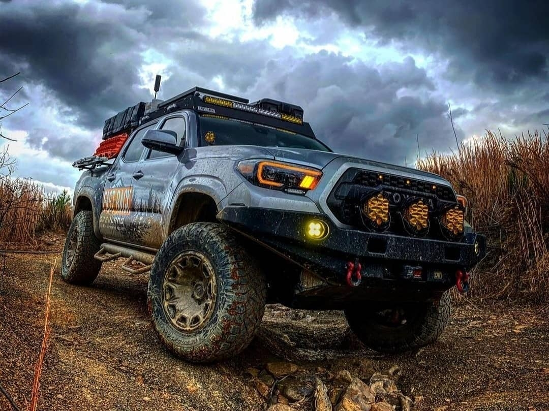 dirty 4 runner four wheel drive truck